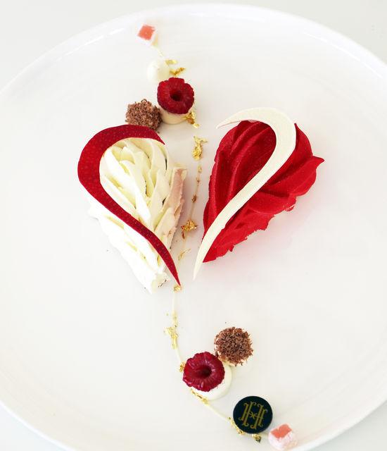 Dessert Saint Valentin Le Vistamar - Cœur velours drapé, chocolat gingembre, confit framboise yuzu