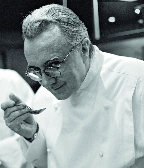 Alain Ducasse et son objet fétiche le Louis XV Restaurant Hotel de Paris Monte-Carlo Monaco
